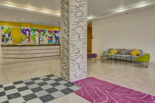 Apart Hotel Lobby